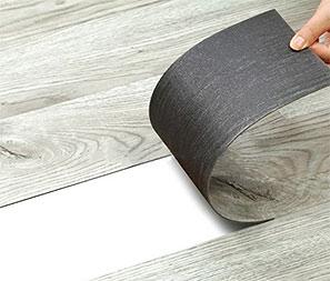 Преимущества использования виниловой плитки в качестве напольного покрытия